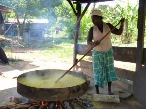 Moengo Aucaans dorp kwak bakken