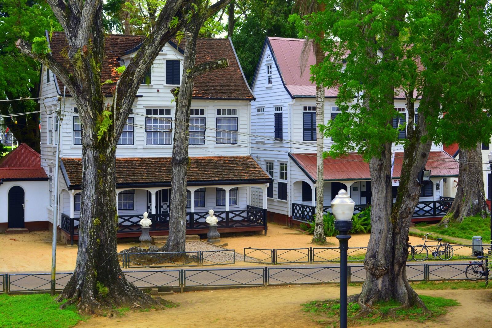 Koloniale-huizen-fort-zeelandia